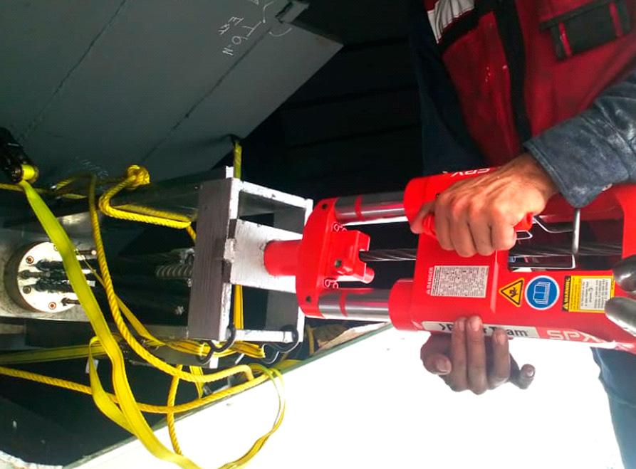 Pesaje-de-tirantes-y-mantenimiento-Centro-Comercial-Andares2