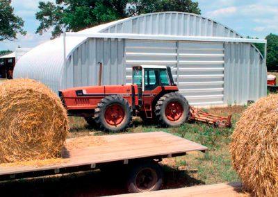 <center><h7>Depósitos agrícolas</h7><hr /><h6>La reflectividad de la cubierta provee un interior fresco para almacenaje</h6></center>