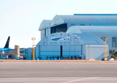 <center><h7>Hangares</h7><hr /><h6>Hangares para estacionar y dar mantenimiento a aeronaves</h6></center>